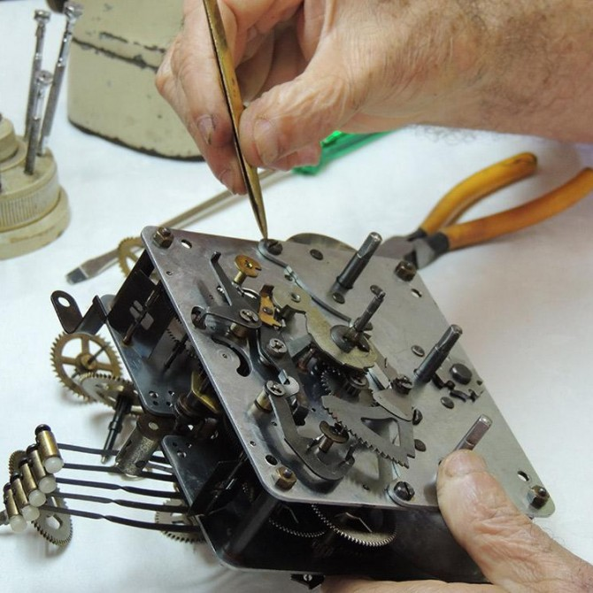 Restauração e Conserto de relógios antigos